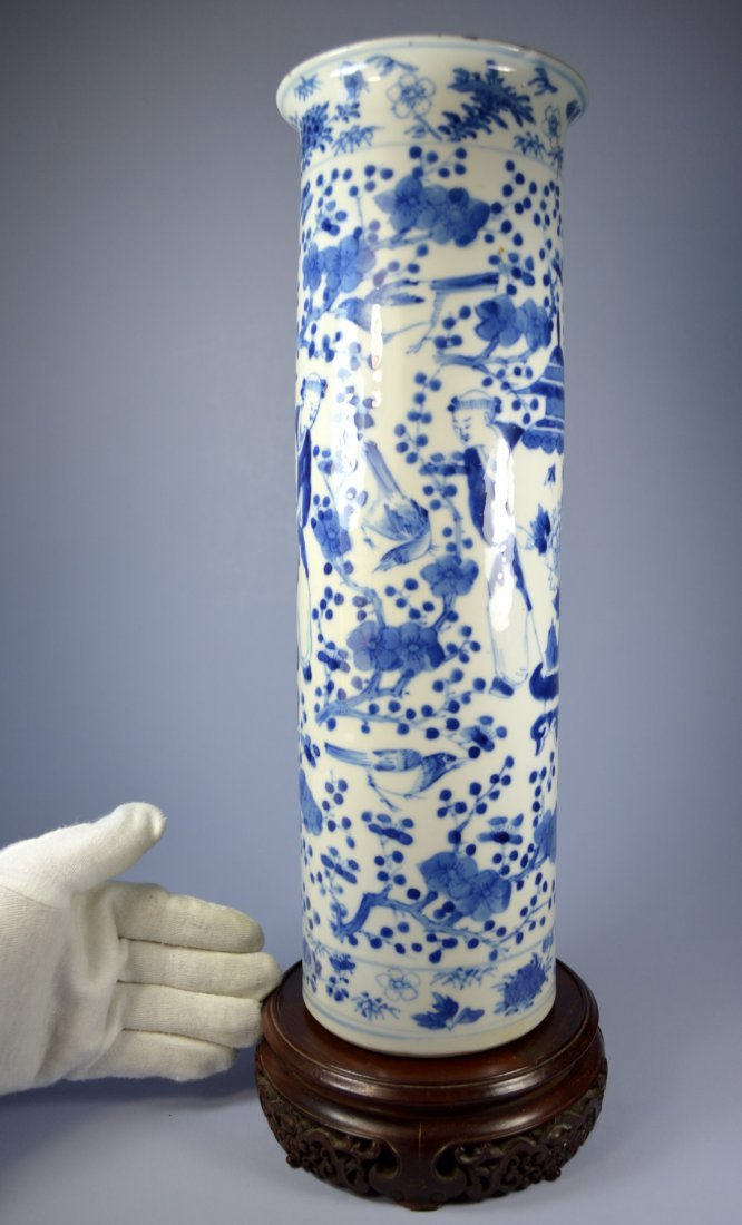 A LARGE AND FINE CHINESE PORCELAIN SLEEVE VASE CA 1820