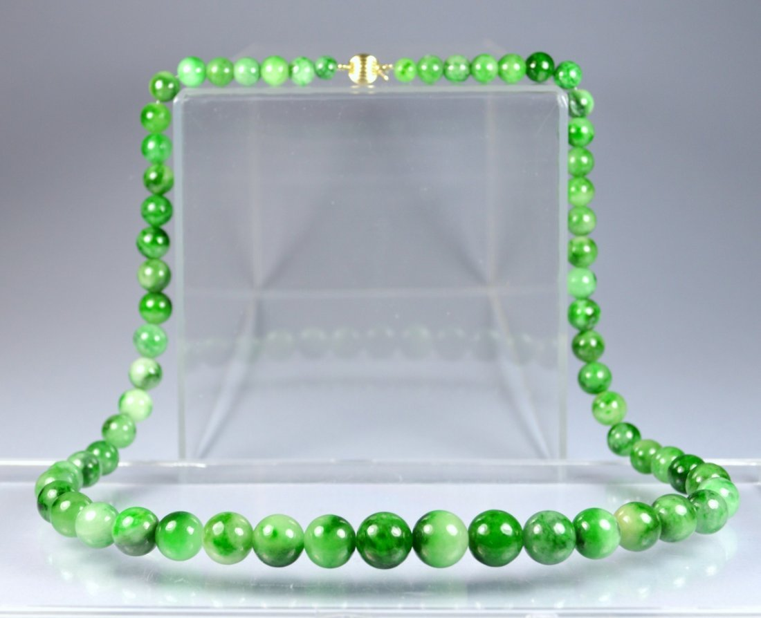 CHINESE TOP GRADE A GREEN JADE NECKLACE 14 KT CLASP