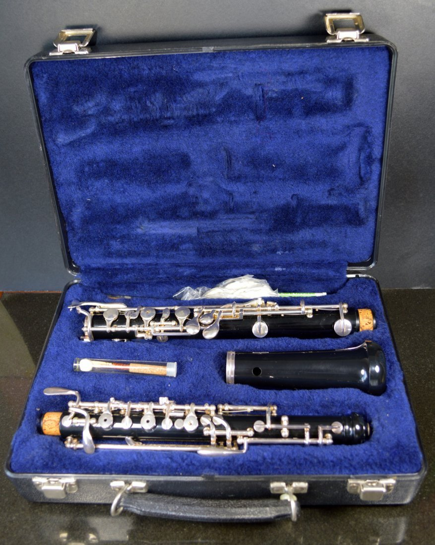 SELMER CO USA OBOE WITH CASE