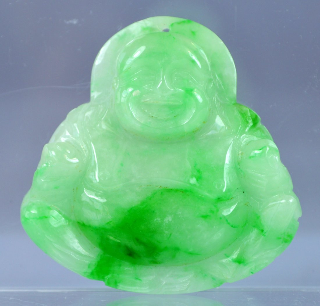 CHINESE GR A CARVED APPLE GREEN JADE PENDANT