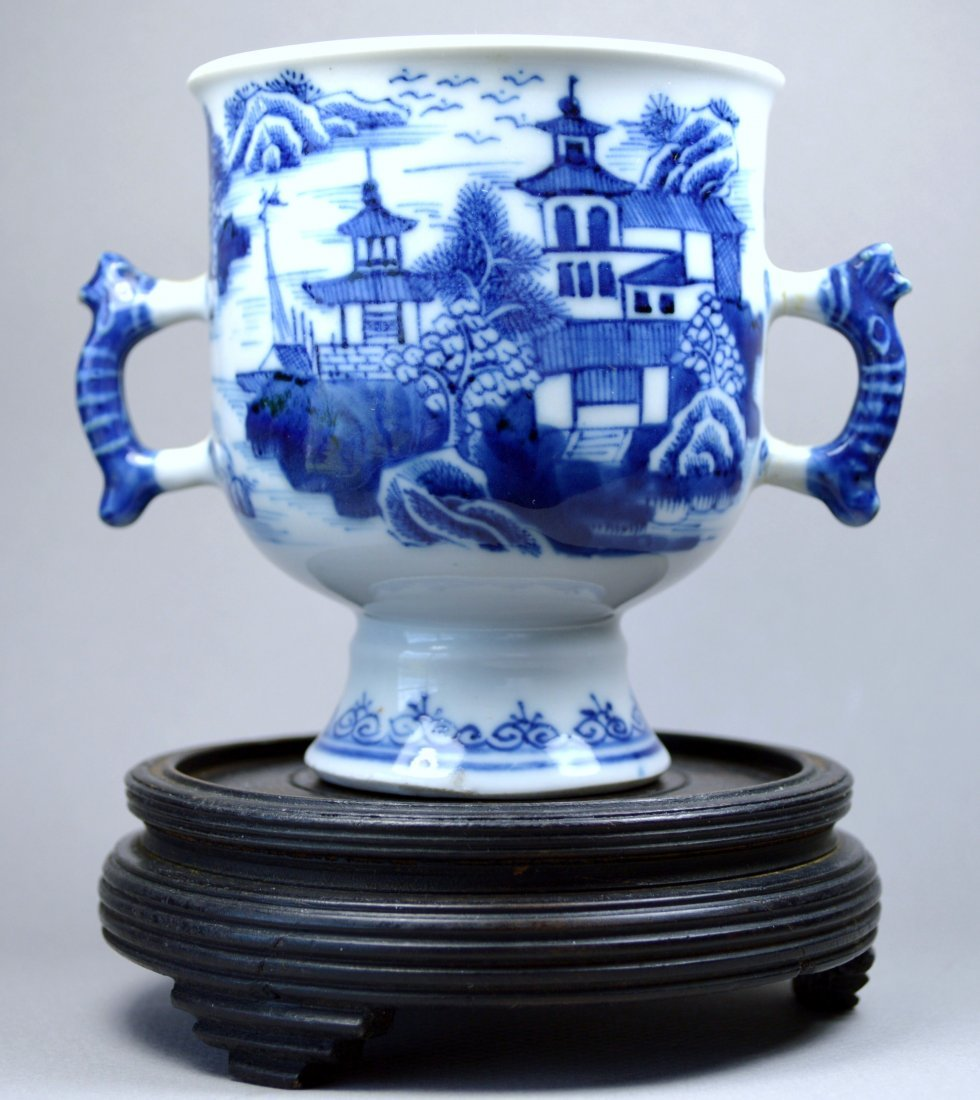 CHINESE 17-18TH C PORCELAIN CUP