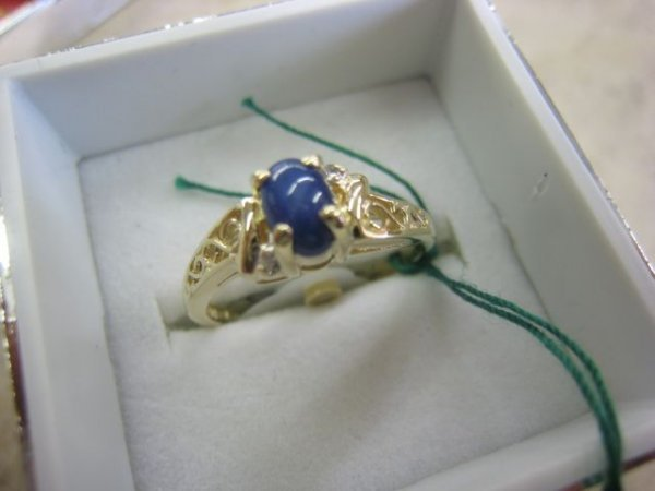 2117: Ladies Gold, Sapphire & Diamond Ring