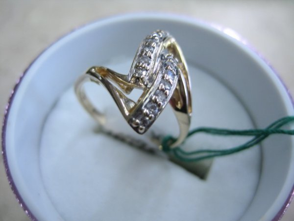 6: Ladies 14K Solid Gold Ring