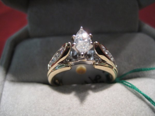 16: Ladies Magnificient 14K Solid Gold Ring