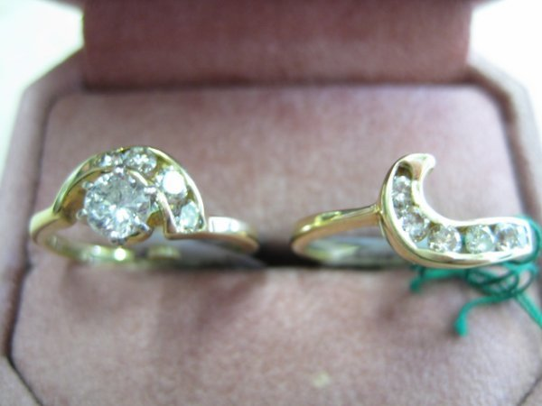22: Ladies 14K Solid Gold Bridal Pair