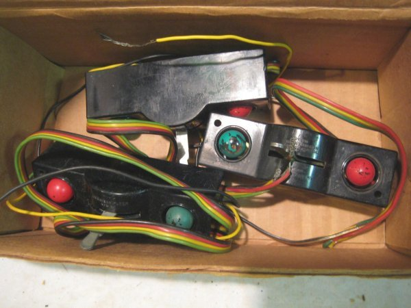 2073: Single Remote Switch Controllers (3), no # on box