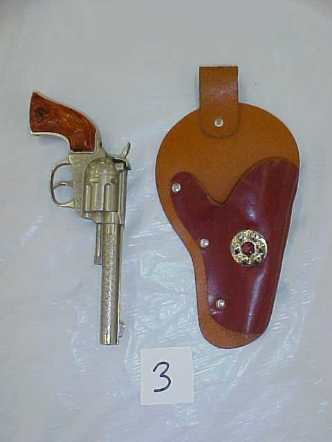 3003: Hubley rodeo die cast cap gun