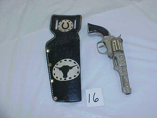 3016: Hubley Coyote cap gun
