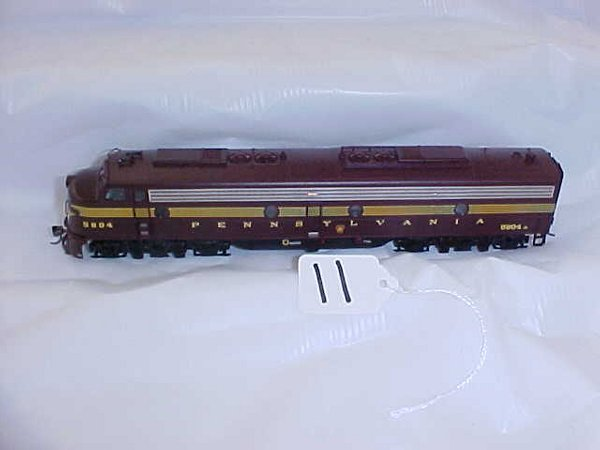 4011: Pennsy E8 low good condition