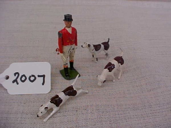 2007: Britians Huntsman and 3 hounds from the hunt