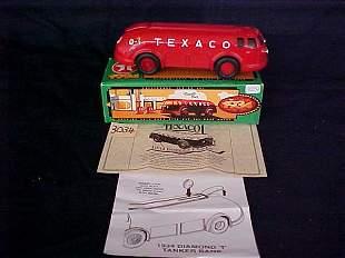 Ertl Texaco 1934 Diamond T Tanker locking coin ba