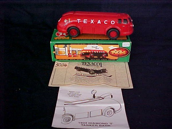3034: Ertl Texaco 1934 Diamond T Tanker locking coin ba