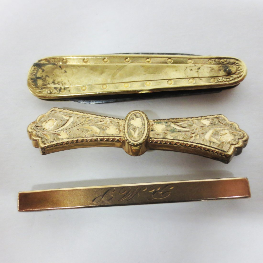 Victorian bar pins and pocket knife