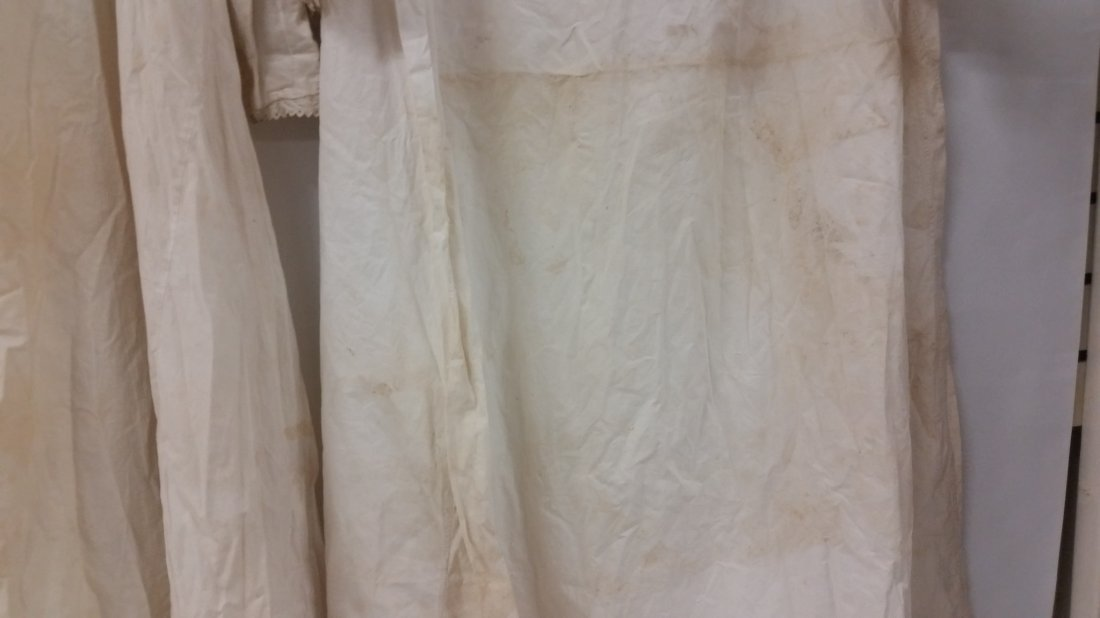 Lot of three (3) Victorian night gowns, Dressing gowns - 5