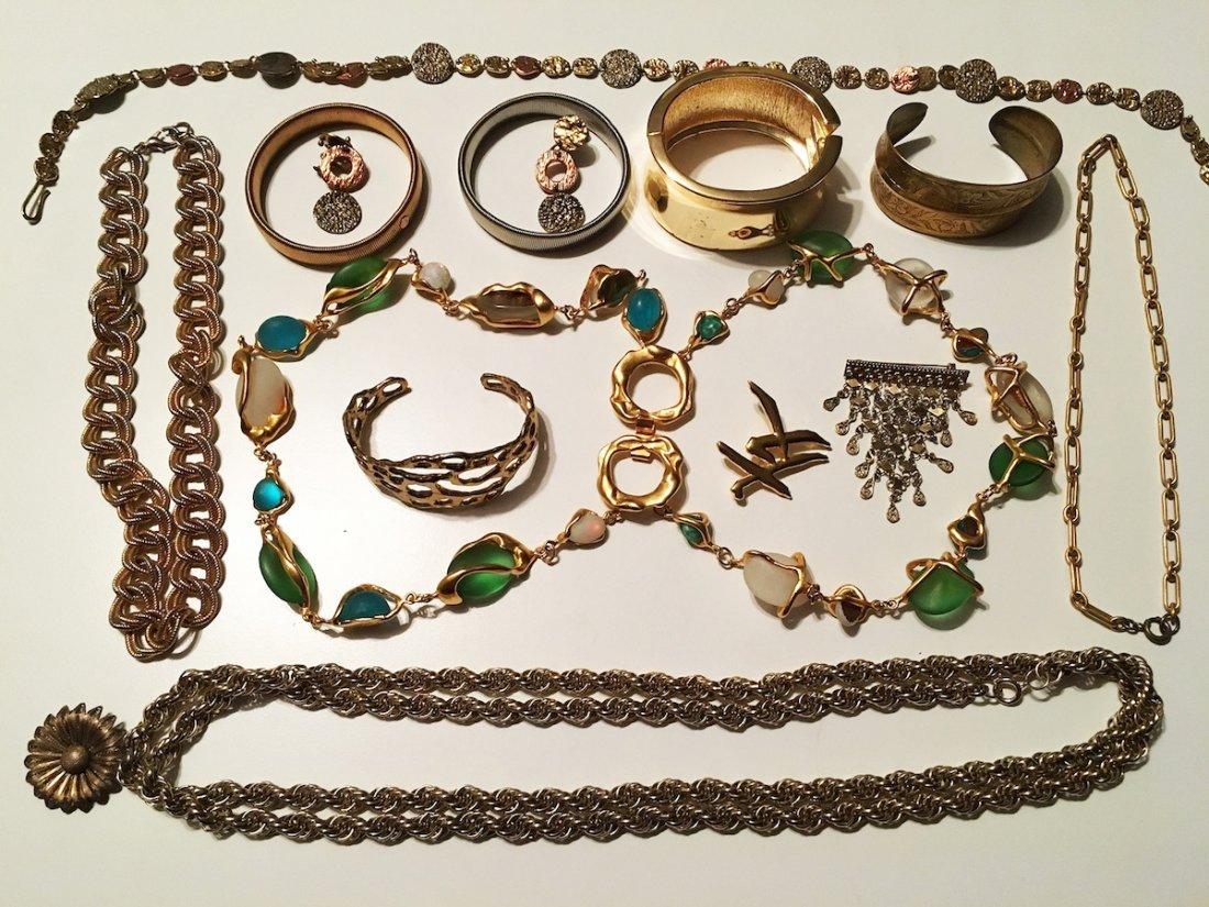 "Costume Jewelry lot, PEM pin ""Friends"""