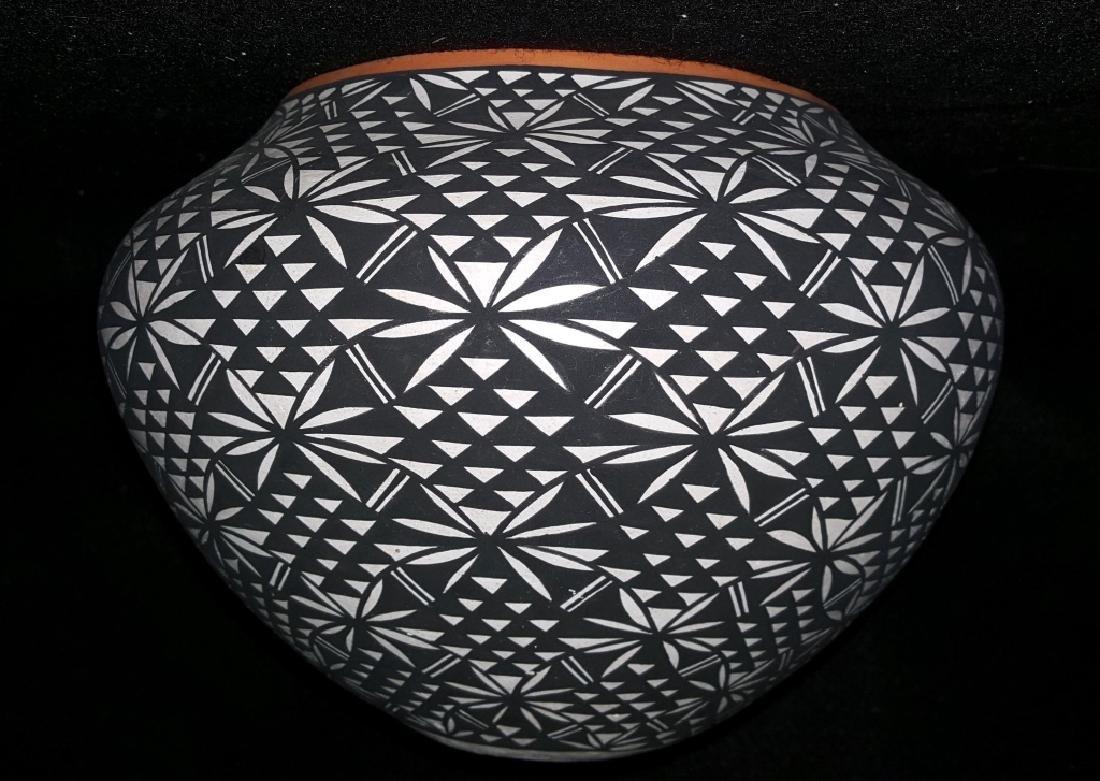 Acoma N.M. Signed I. Chino Pottery Vase