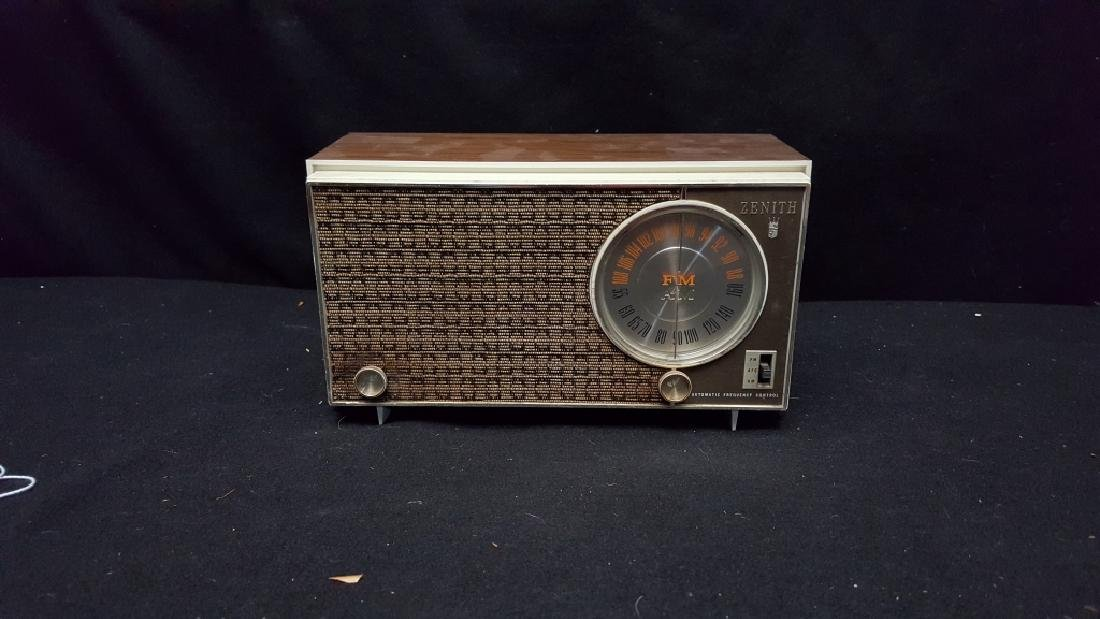 Zenith AM/FM Automatic Frequency Control Radio