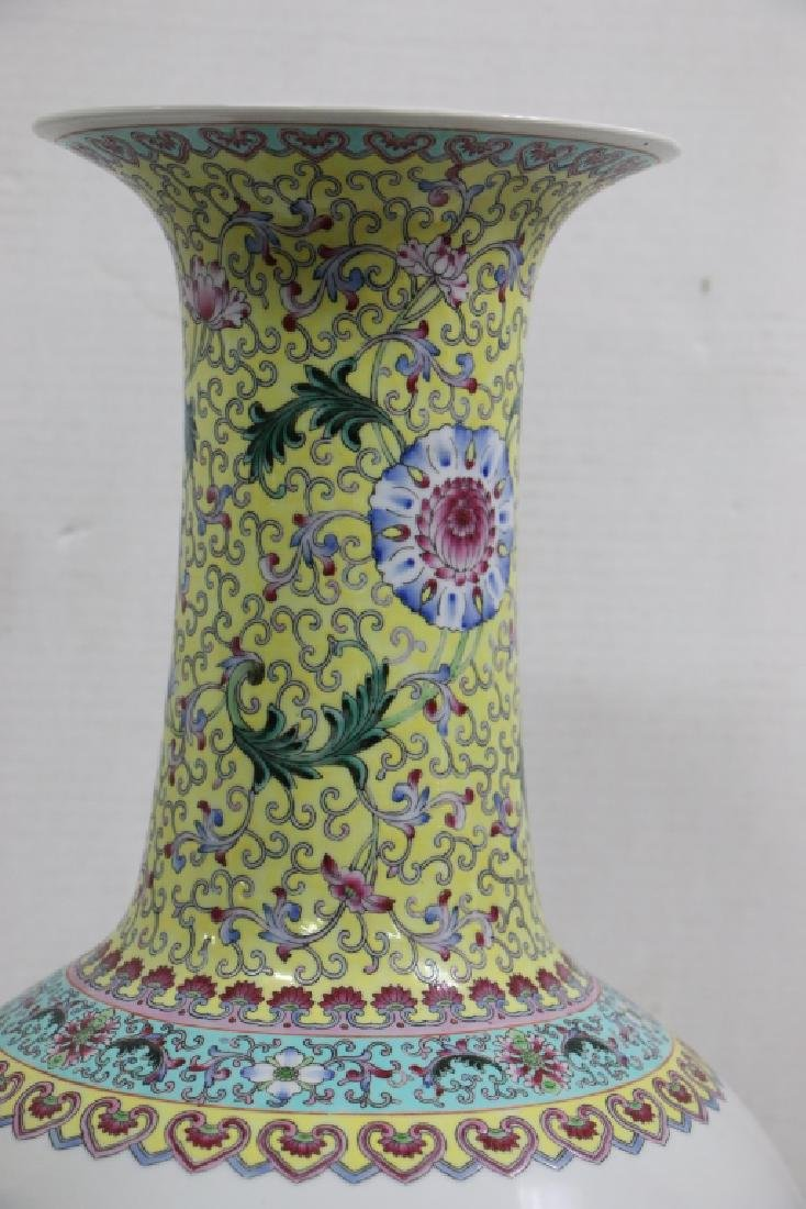 A Large sized antique (?) Chinese vase - 3