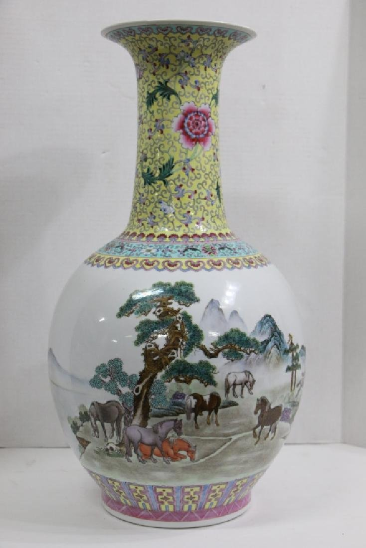 A Large sized antique (?) Chinese vase - 5