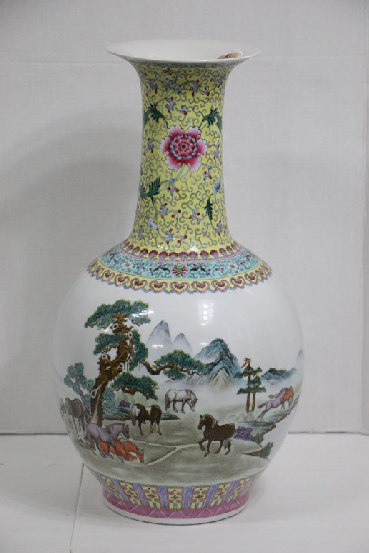 A Large sized antique (?) Chinese vase - 9