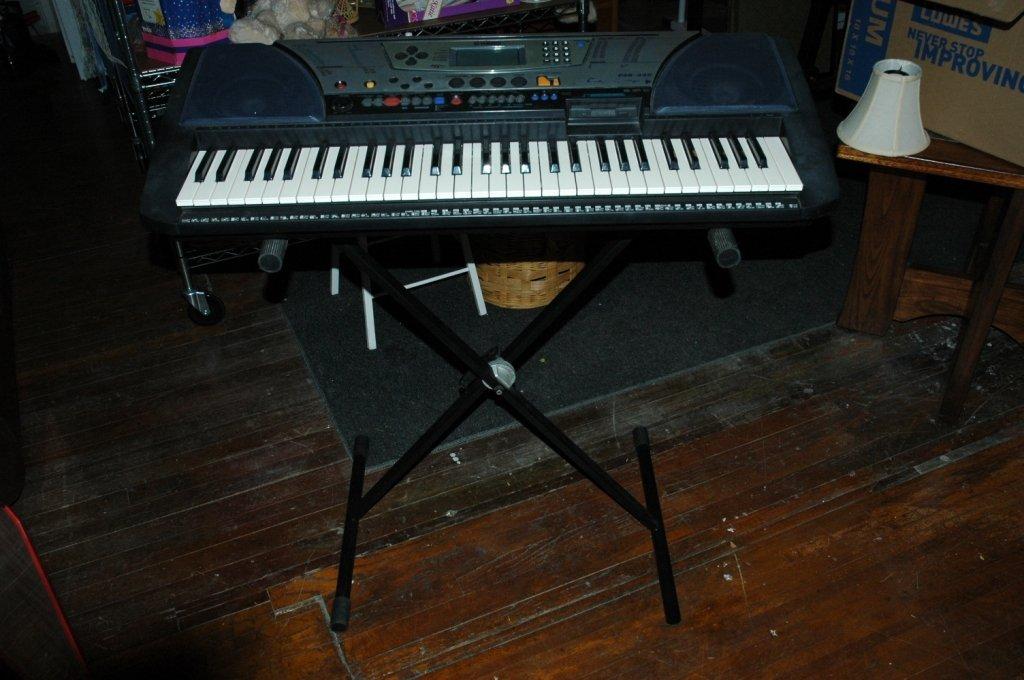 Yamaha PSR-340 Keyboard