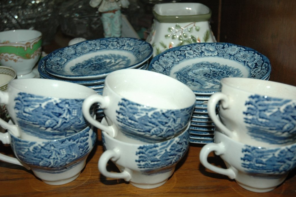 "Liberty Blue ""Historic Colonial Scenes""  34 piece"