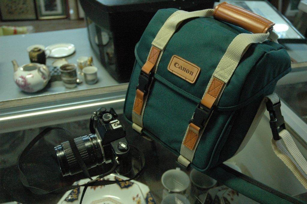 3 Vintage Camera lots Minolta & 2 Cannons Lenses +