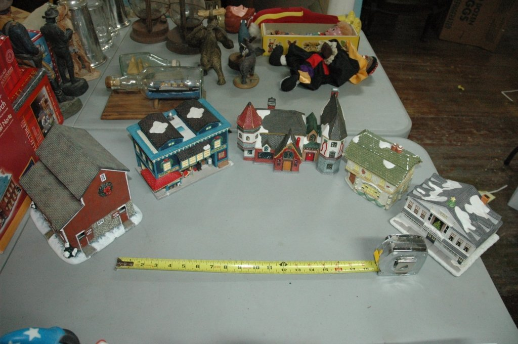 5 piece Eclectic Christmas village Including