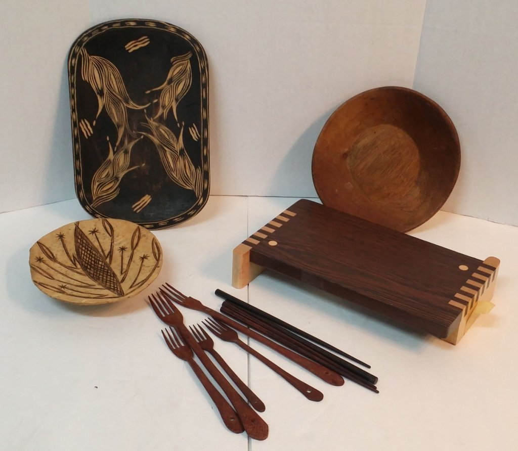Lot of wooden bowls and utensils