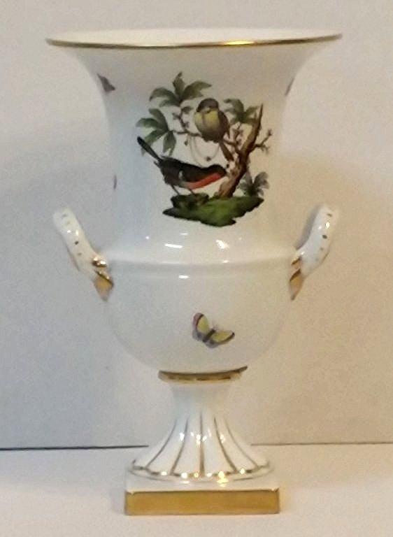 A Herend urn in the Rothschild Birds pattern