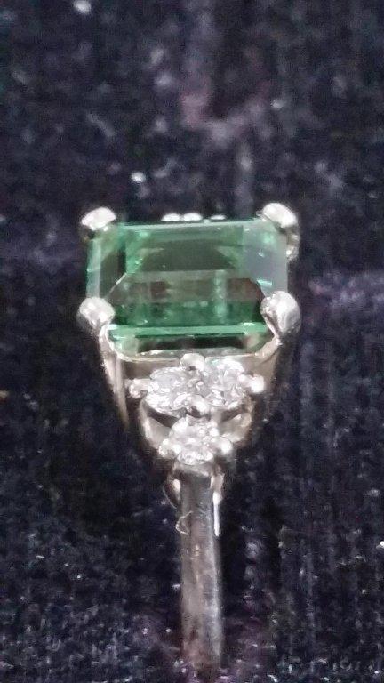 14 kt white gold & Gram Green Tourmaline ring
