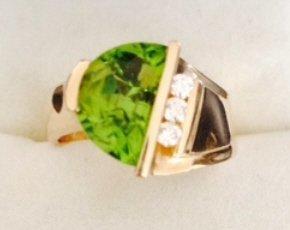 14 kt gold & peridot ring