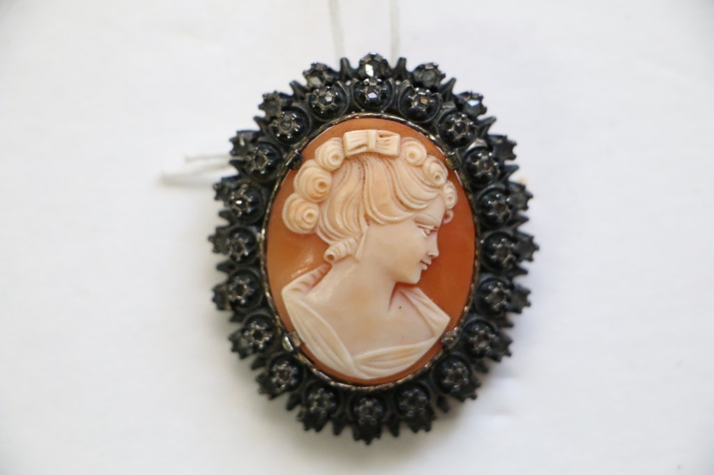Fine Quality Antique Cameo Set In Sterling Silver