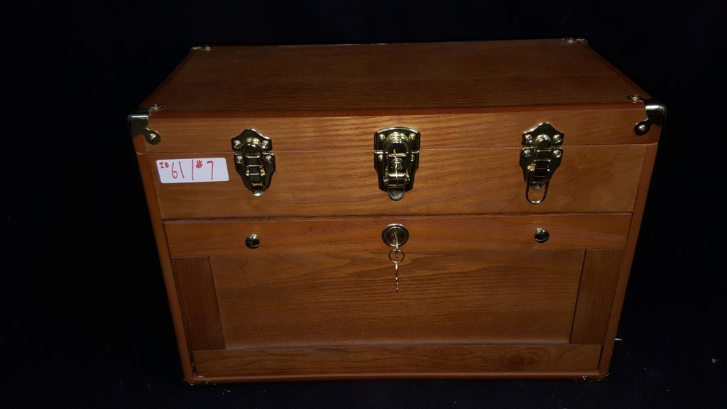 4-Drawer-Vintage Locking Jewelry / Collectors Case - 4
