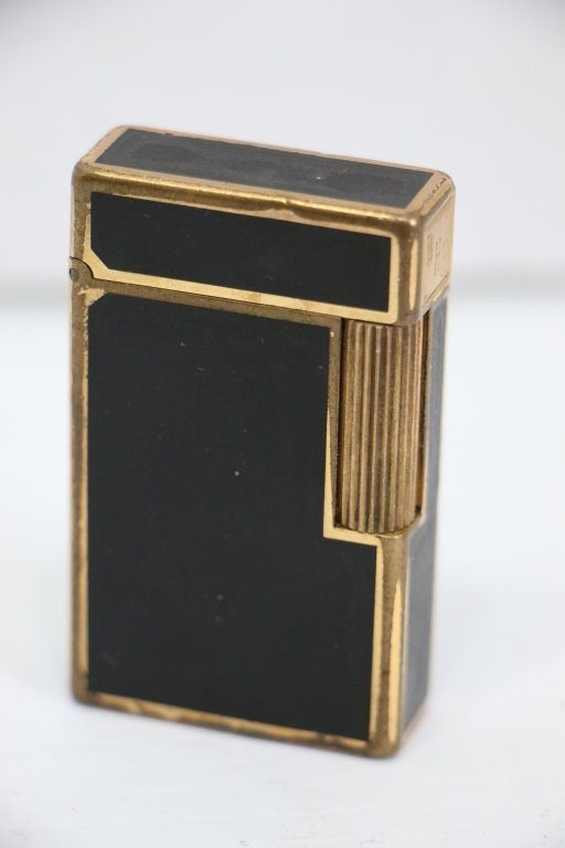 A Fine Quality S. T. Dupont Lighter