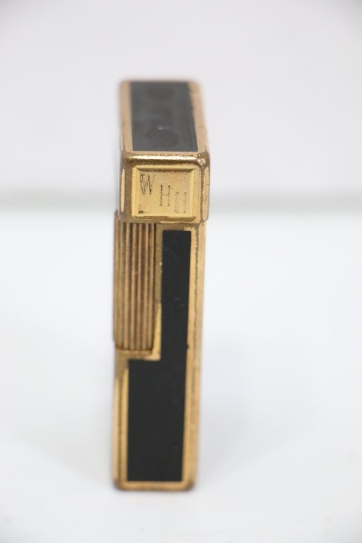 A Fine Quality S. T. Dupont Lighter - 2