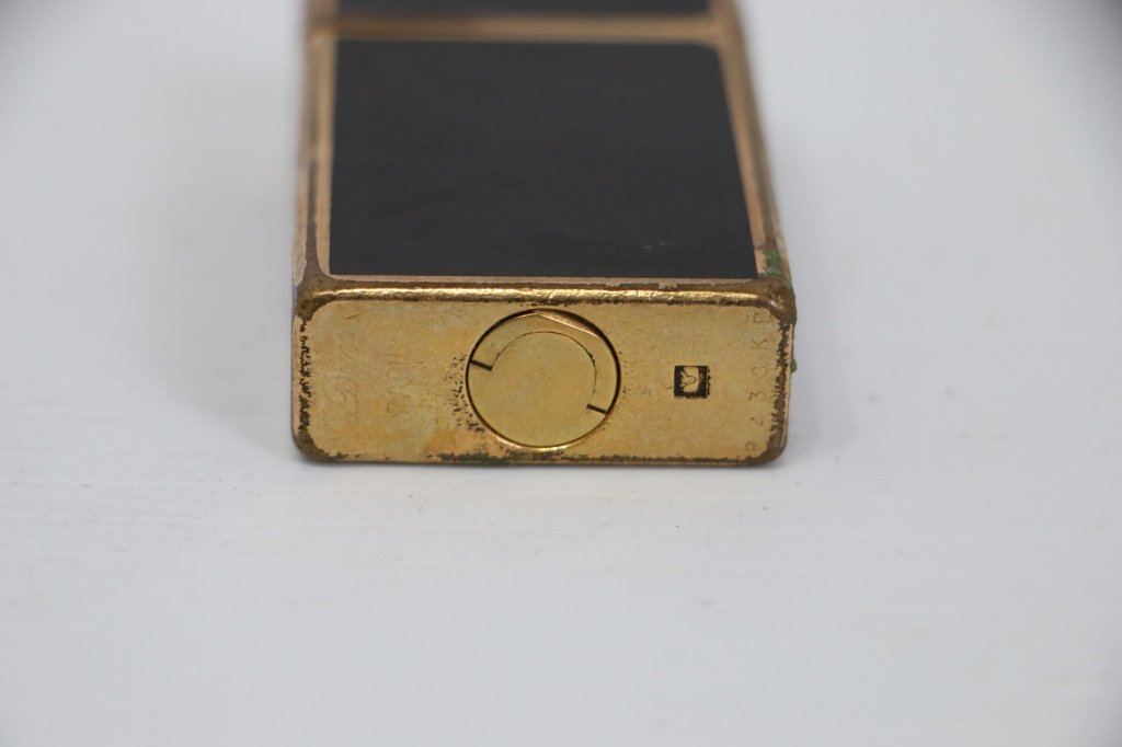 A Fine Quality S. T. Dupont Lighter - 5