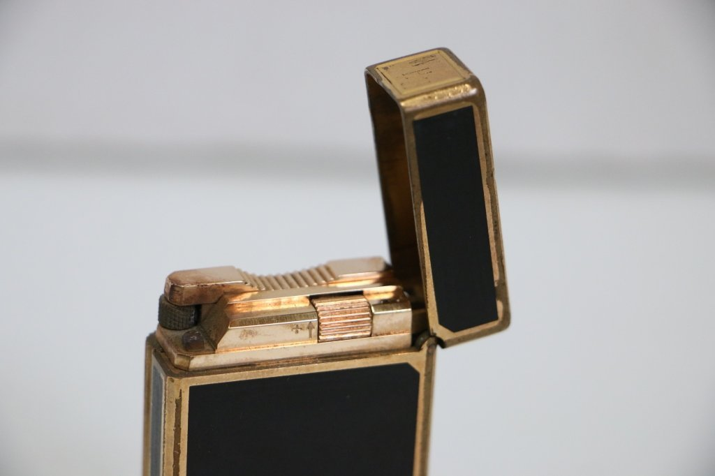 A Fine Quality S. T. Dupont Lighter - 6