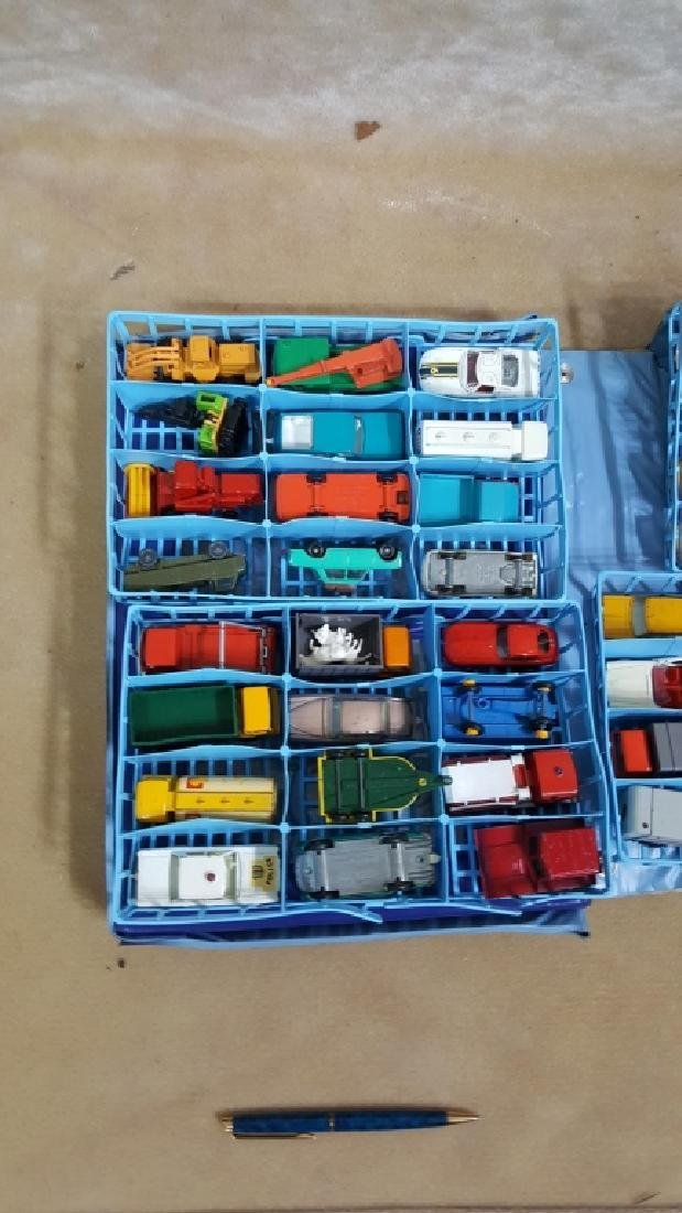 1968 Matchbox Deluxe Collector's Case & Cars - 4