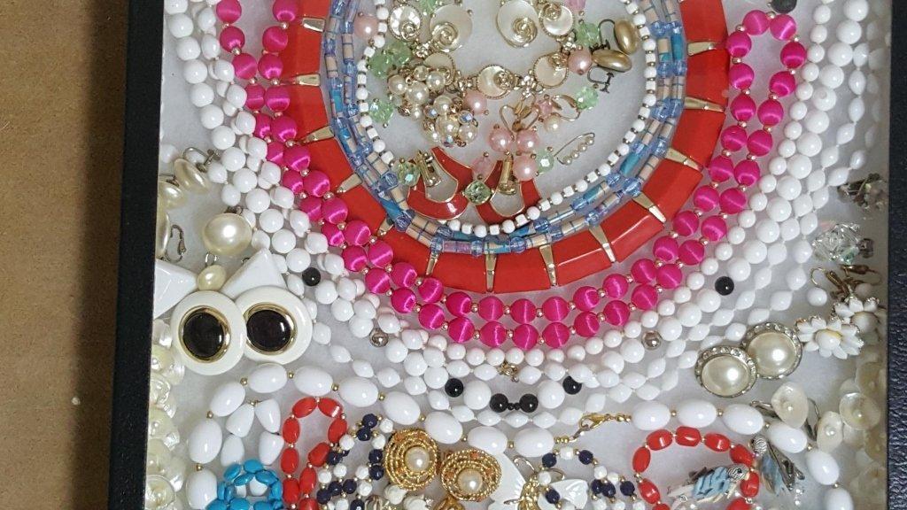 Vintage Designer Pearls, Big Beads, Abaloni & - 3