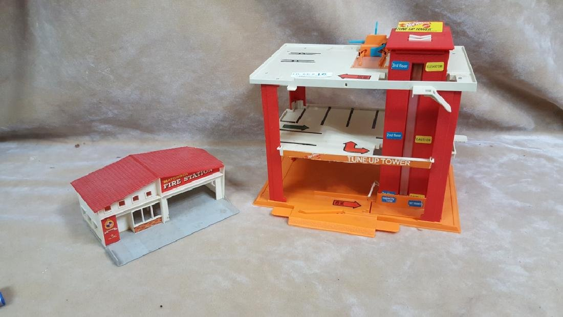 Hot Wheels Tune-Up Tower & Fire Station