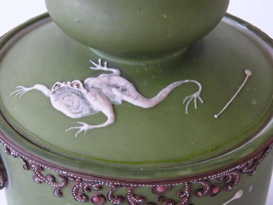 "NIPPON ""DANCING FROGS"" PORCELAIN HUMIDOR 20TH C. - 3"