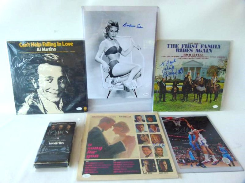 6 AUTOGRAPHED RECORDS/PICTURES/VHS INCL. P. PAGE