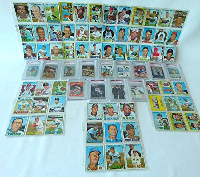 14 TRADING CARDS/IND. AND BINDER INCL. JETER, MARIS