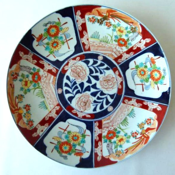 JAPANESE IMARI CHARGER W/ FLORAL DECORATION