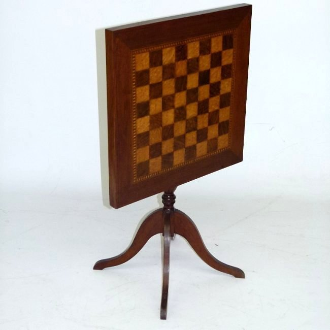 REGENCY MAHOGANY/INLAID SATINWOOD CHESS STAND
