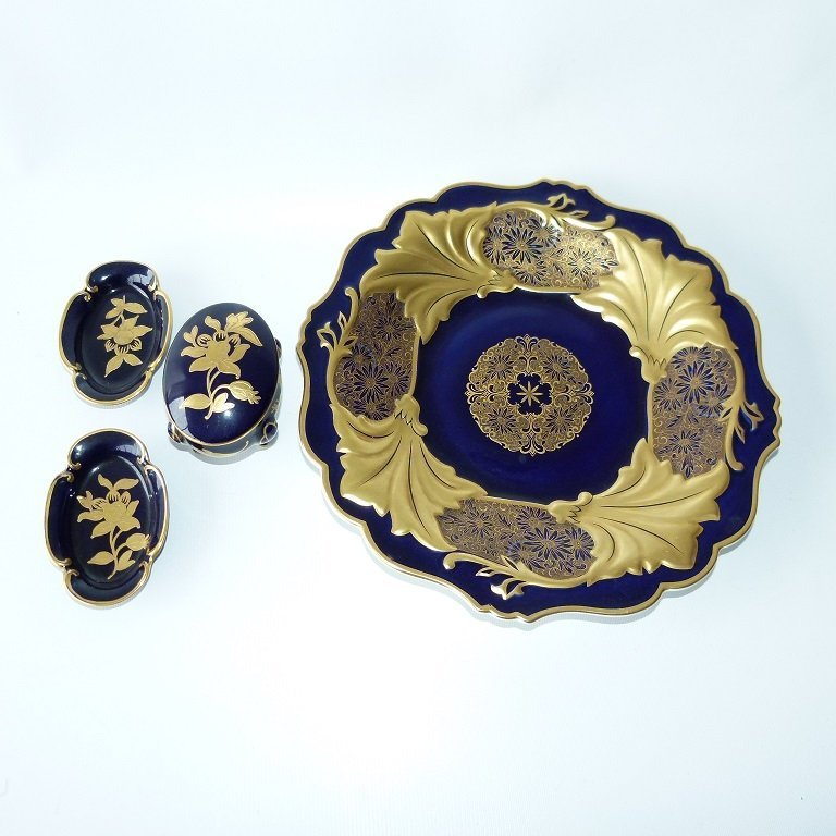 LOT (4) INCLUDING WEIMAR KOBALT PORCELAIN CHARGER, 20TH