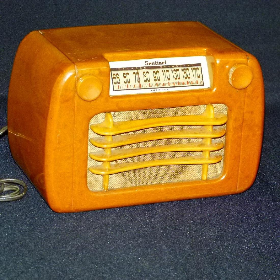 SENTINEL BUTTERSCOTCH CATLIN/BAKELITE TABLE TOP RADIO