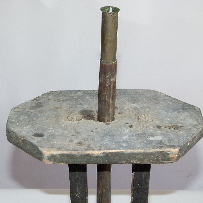 RARE HUDSON VALLEY PAINTED WOOD CANDLE STAND, 18TH C. - 2