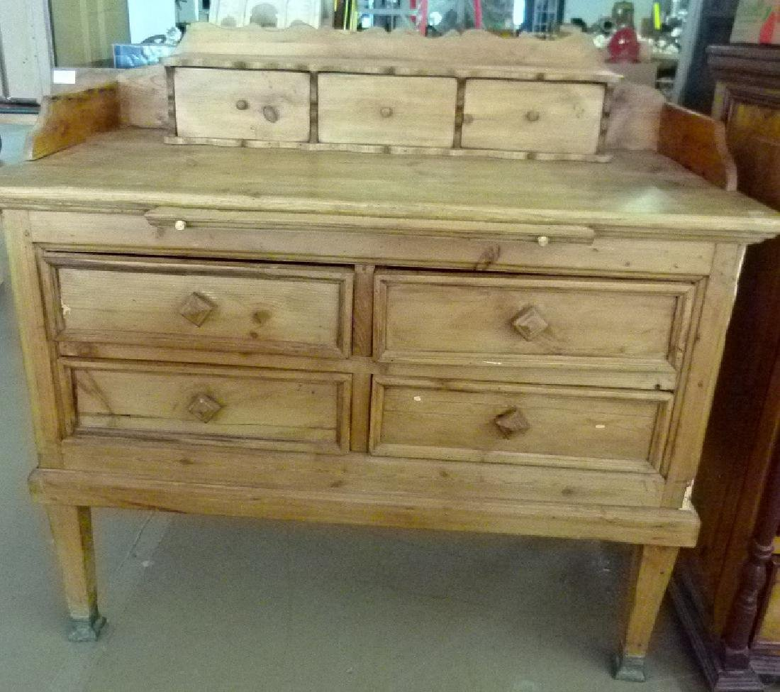 COLONIAL STYLE PINE CHEST